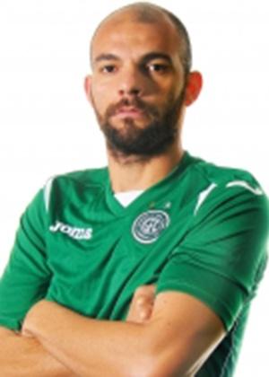 Desde que voltou do futebol europeu, zagueiro passou por clubes como Palmeiras, Portuguesa, ABC, CRB, Guarani (foto) e Mogi Mirim