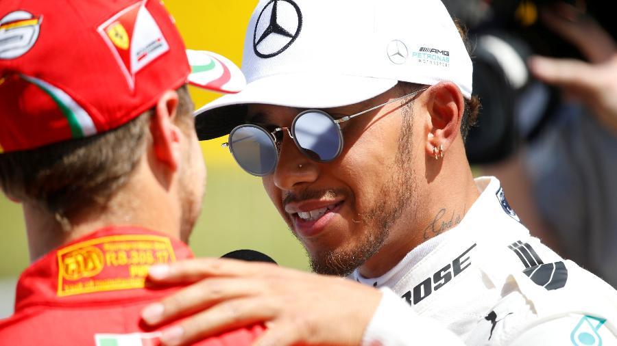 Hamilton cumprimenta o rival Vettel  - REUTERS/Juan Medina