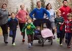 Família inteira só corre de Crocs e faz tempos de dar inveja a muito atleta - Reprodução/Facebook