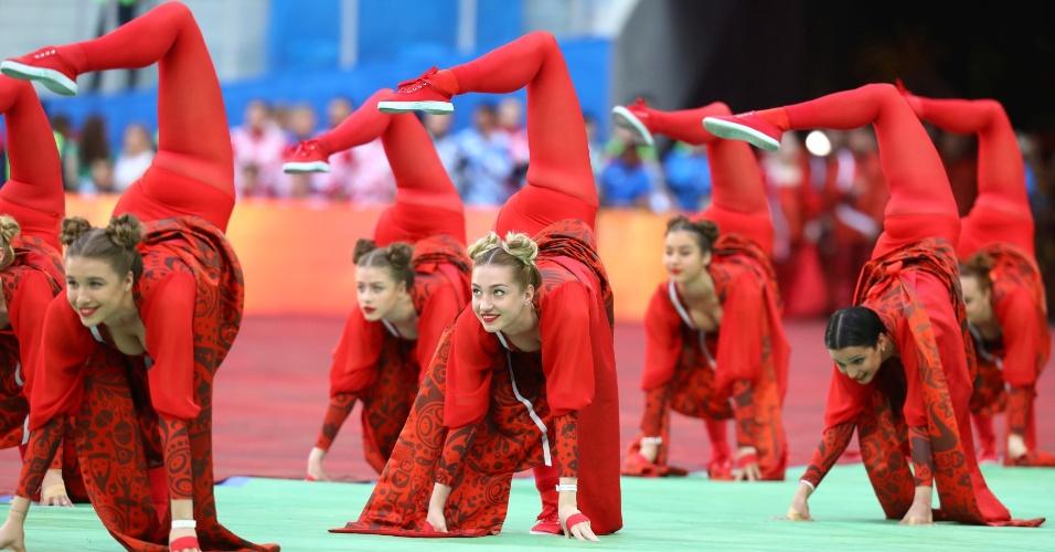 Dançarinas se apresentam na festa de abertura da Copa das Confederações
