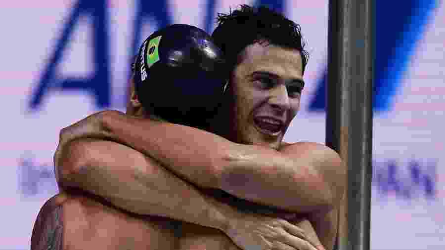 Time do Brasil comemora medalha de prata no revezamento 4x100m - MARTIN BUREAU/AFP