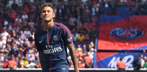 Neymar durante sua apresentação no PSG; jogador foi vendido pelo Barcelona