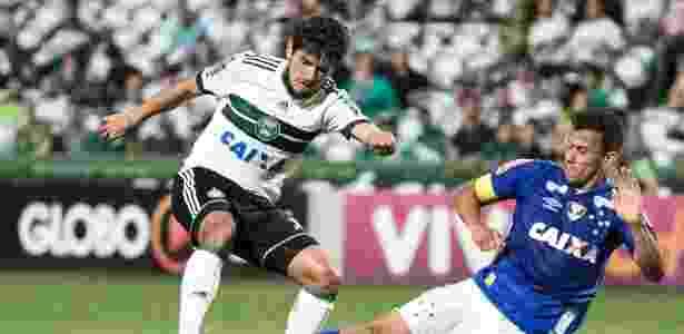 Coxa superou Cruzeiro em duelo aguerrido no Couto Pereira - Cleber Yamaguchi/AGIF