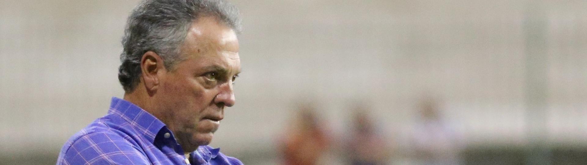 O técnico Abel Braga comanda o Fluminense contra o Macaé