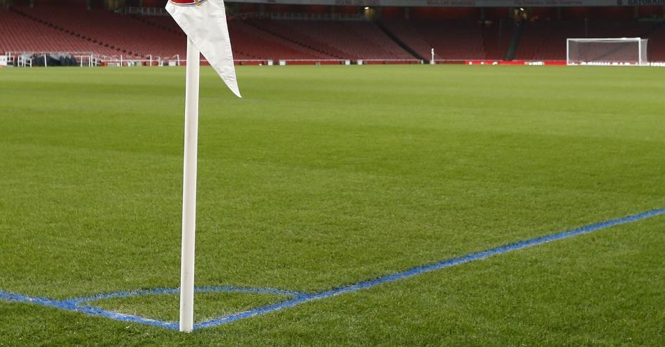 Emirates Stadium ganha linhas azuis no gramado para jogo entre Arsenal e  Manchester City  clube a290aba21dccb