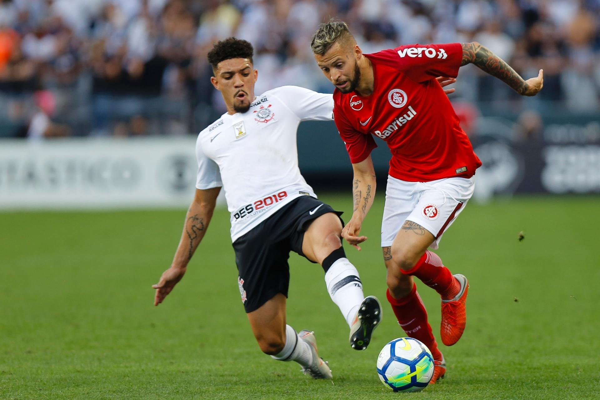 Corinthians e Inter empatam em jogo com gol irregular colorado  SP lidera -  23 09 2018 - UOL Esporte a2f3bcab9d026