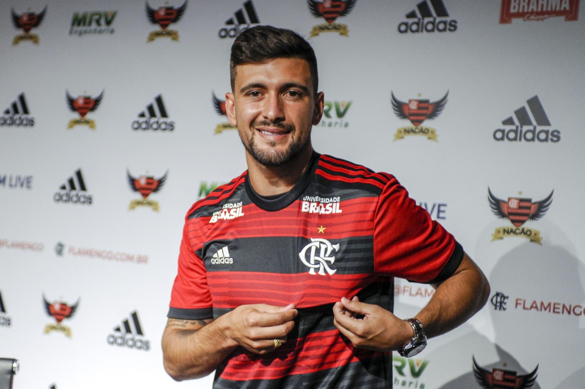 04ba72dd60 Fla avisa que desistiu de Dedé e B. Henrique. Clube apresenta Arrascaeta -  14 01 2019 - UOL Esporte
