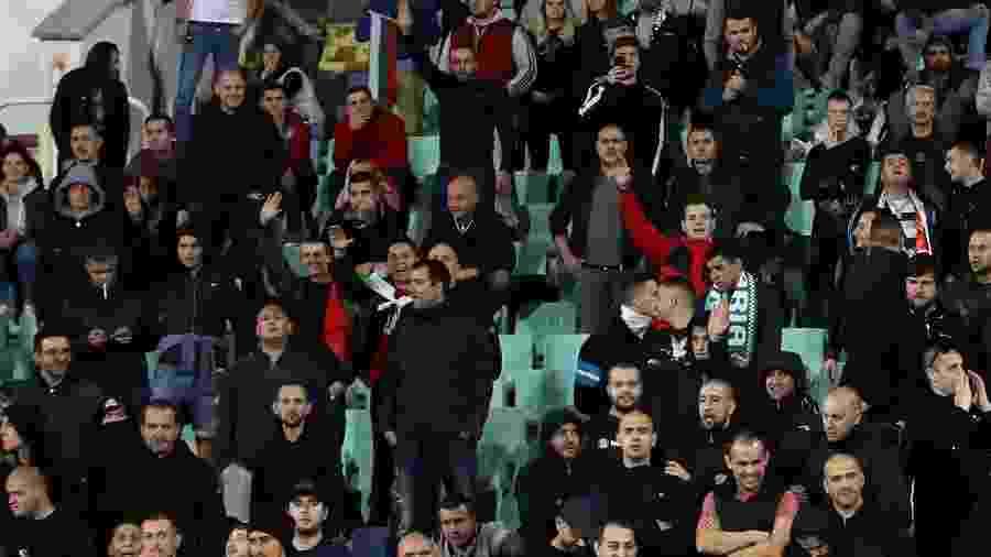 Torcedores búlgaros fazem gestos nazistas contra a Inglaterra - Reuters/Carl Recine