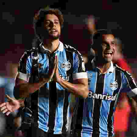 Victor Ferraz comemora gol do Grêmio na partida contra o América de Cali na Colômbia - LUIS ROBAYO / AFP