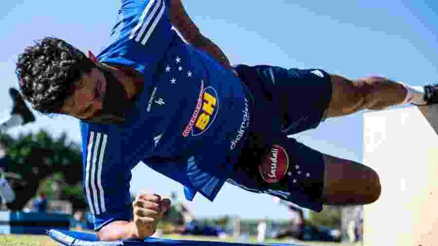Léo, zagueiro do Cruzeiro, enaltece trabalho de técnico que está na corda bamba no Cruzeiro - Bruno Haddad/Cruzeiro