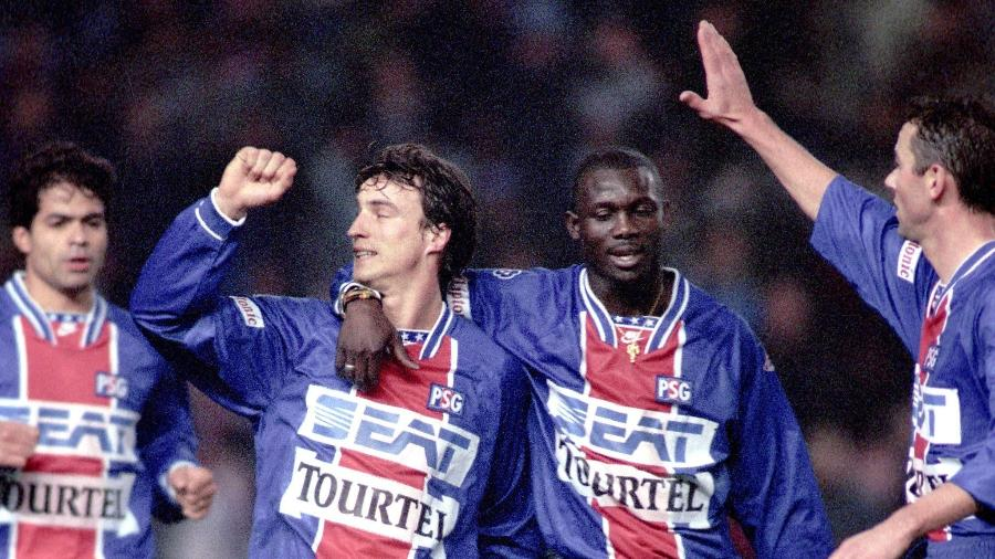 Jogadores do Paris Saint-Germain, que foi semifinalista da Champions em 1994/95 - Reprodução