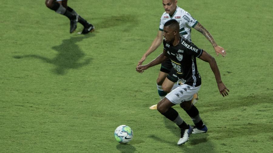 Botafogo e Coritiba se enfrentam pela segunda rodada da Série B no estádio Nilton Santos - Robson Mafra/AGIF