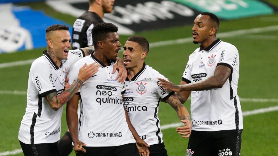 Jemerson comemora gol marcado pelo Corinthians sobre a Inter de Limeira-SP com Luan e Gabriel - Marcello Zambrana/AGIF