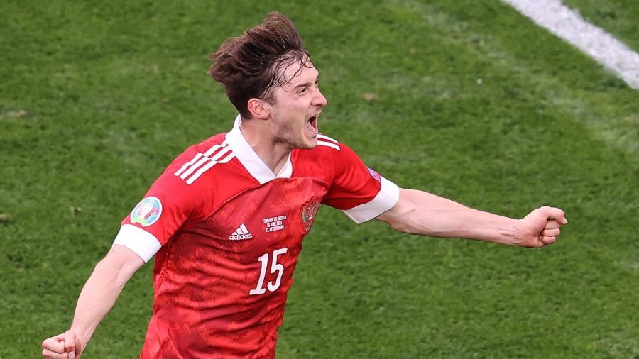 Miranchuk comemora gol da Rússia contra a Finlândia, pela Eurocopa - ANTON VAGANOV / POOL / AFP