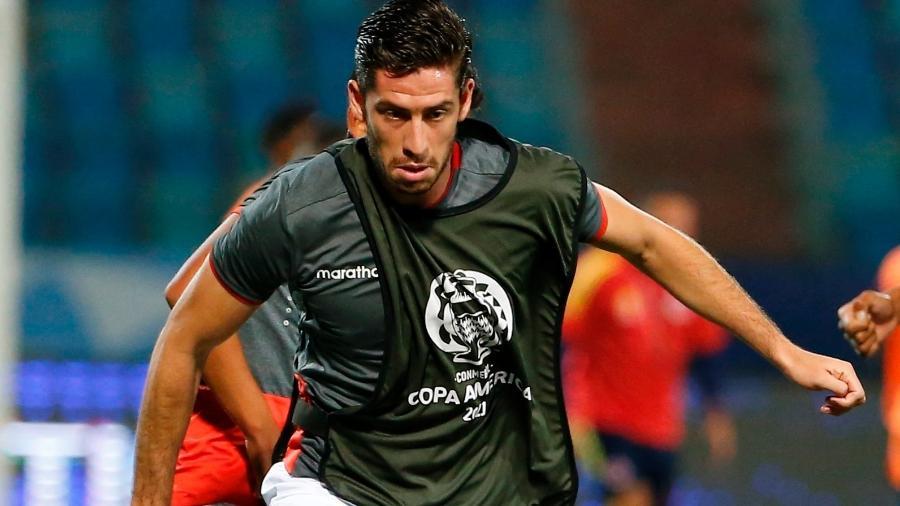Santiago Ormeño, atacante do Peru, no aquecimento antes de partida contra a Colômbia pela Copa América - EFE/Alberto Valdés