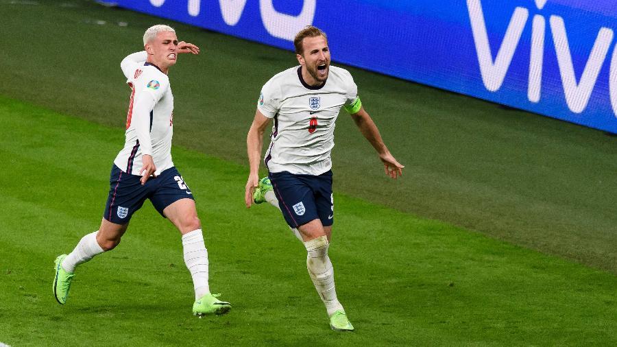 Harry Kane comemora gol da Inglaterra na semifinal contra a Dinamarca pela Eurocopa - DeFodi Images via Getty Images