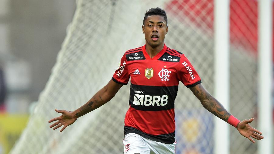 Em tarde inspirada, Bruno Henrique marcou três vezes contra o São Paulo no Maracanã - Thiago Ribeiro/AGIF