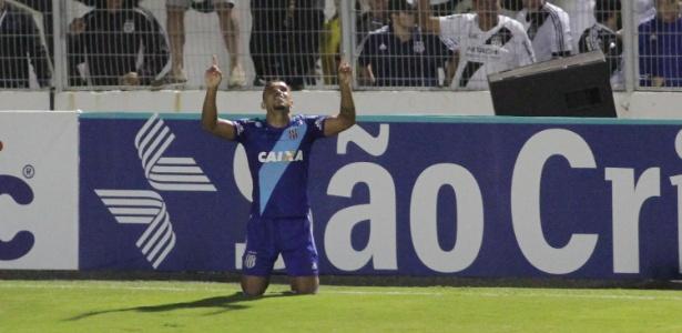 Pottker comemora gol da Ponte Preta contra o Palmeiras, pela 1ª fase