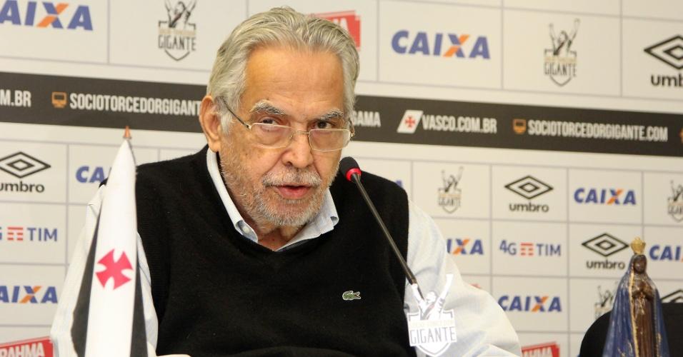 Eurico Miranda, durante entrevista coletiva no Vasco