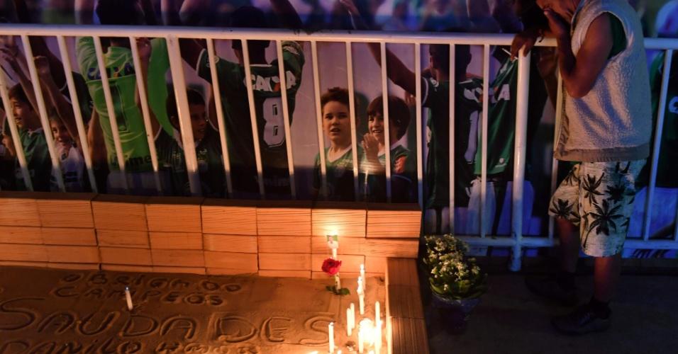 28.nov.2017 - Homenagens na Arena Condá, em Chapecó (SC), às vítimas e aos sobreviventes do acidente aéreo que dizimou a maior parte do time da Chapecoense, entre os dias 28 e 29 de novembro de 2016