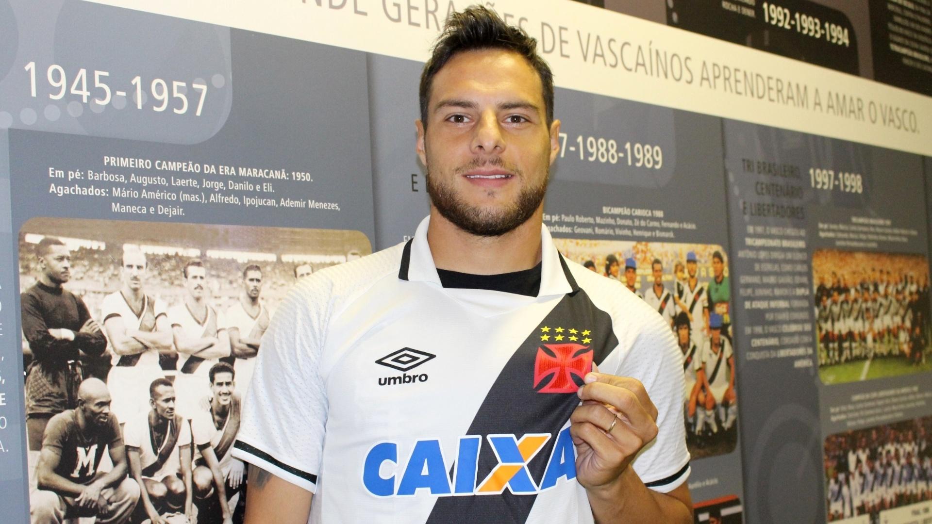Leandro Desábato foi o primeiro reforço confirmado pelo Vasco para a temporada 2018
