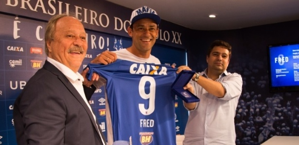 Apresentado no dia 4, Fred foi registrado como atacante do Cruzeiro e já pode estrear