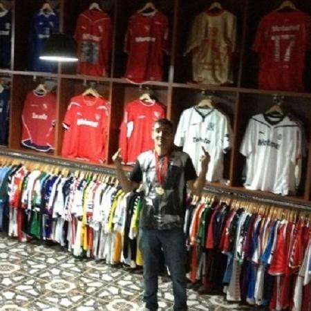 Bebote e a sua coleção de camisas do Independiente - Reprodução/Facebook