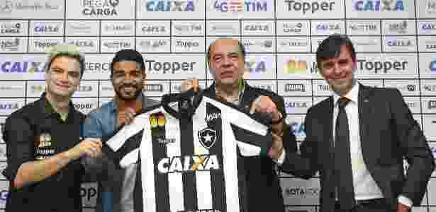 72f9fe06ee Reforço bancado por Felipe Neto encara dúvida por permanência no Botafogo