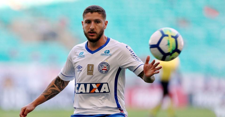 O meia Zé Rafael durante jogo entre Bahia e Santos pelo Campeonato Brasileiro