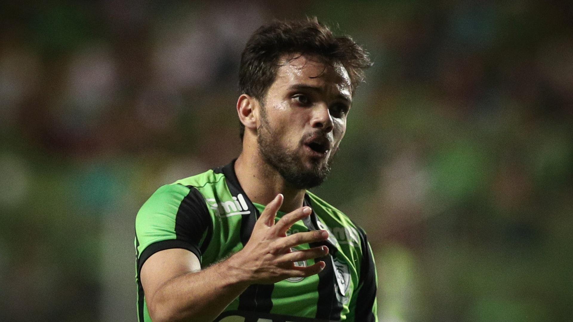 Norberto em ação pelo América-MG contra o Vitória