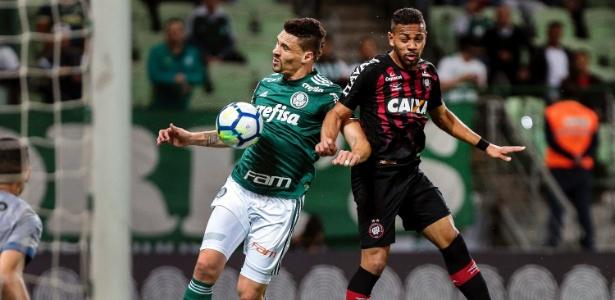 Renan Lodi levou o terceiro amarelo contra o Palmeiras e não encara o Atlético-MG