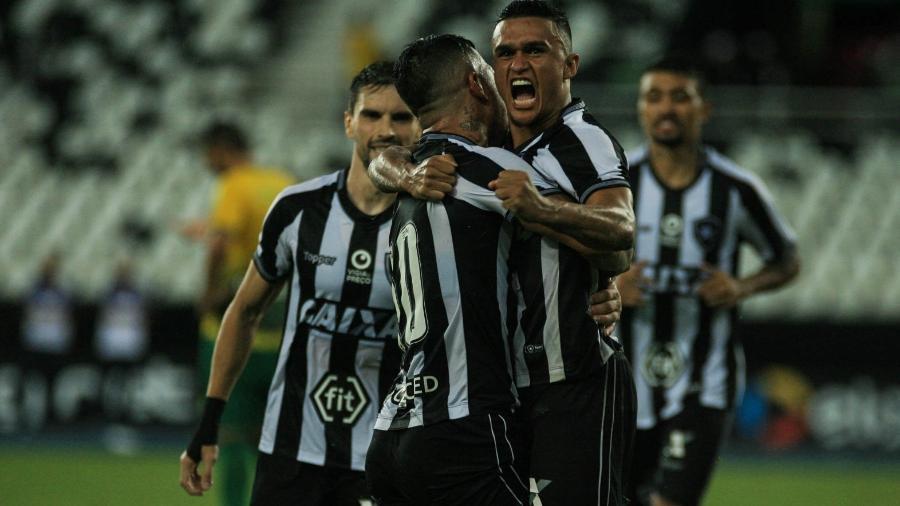 Erik marcou dois gols e se classificou para a terceira fase da Copa do Brasil - Jotta de Mattos/AGIF