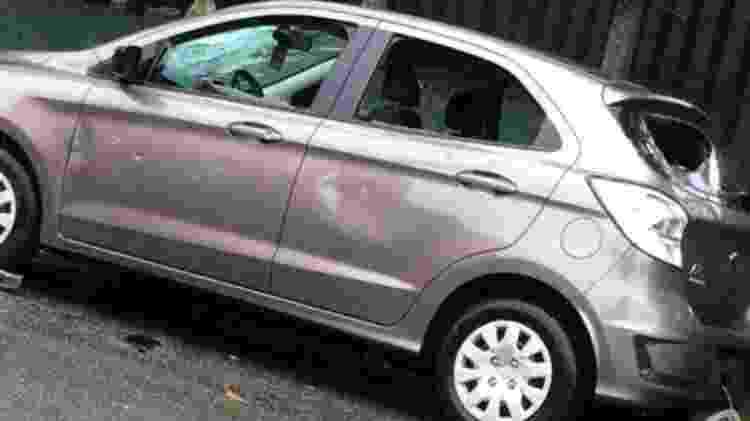 Carro danificado por torcedores em Ferraz de Vasconcelos - Reprodução