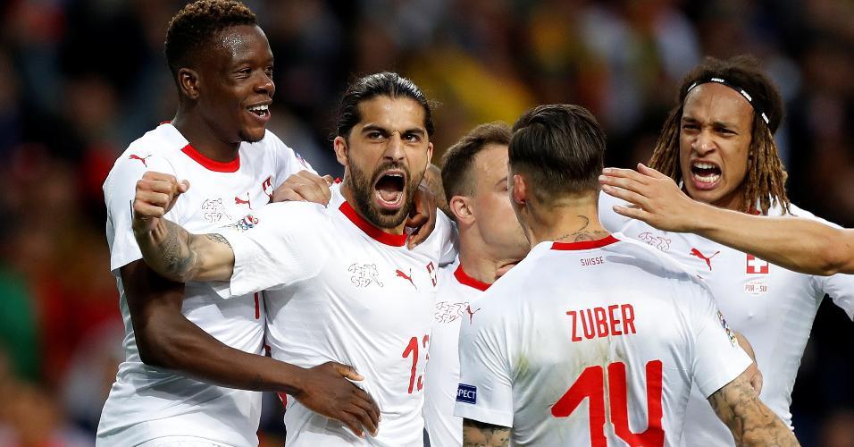 Ricardo Rodríguez comemora gol da Suíça contra Portugal