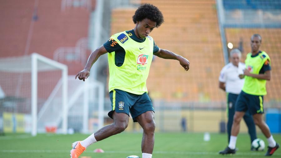 aba0a72381fa2 Willian durante treino da seleção brasileira no Pacaembu - Lucas  Figueiredo/CBF