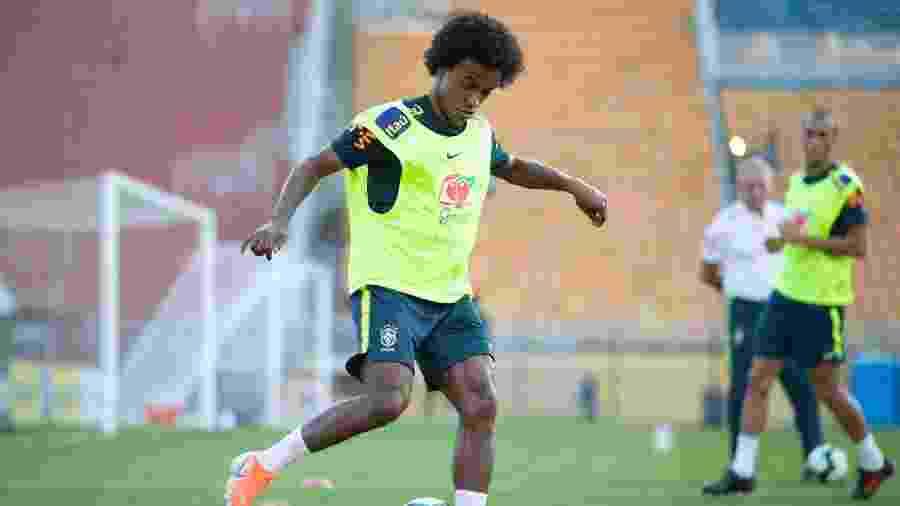 Willian durante treino da seleção brasileira no Pacaembu - Lucas Figueiredo/CBF