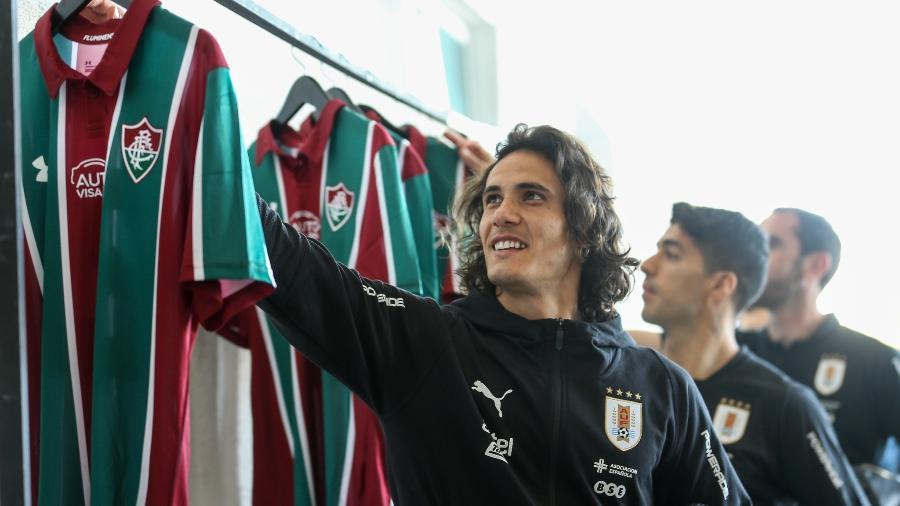 Cavani e delegação do Uruguai ganharam camisas do Fluminense personalizadas - LUCAS MERÇON / FLUMINENSE F.C.