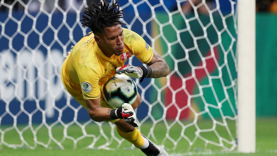 Gallese defendeu o pênalti de Suárez e garantiu a seleção peruana na semifinal - Ricardo Moraes/Reuters