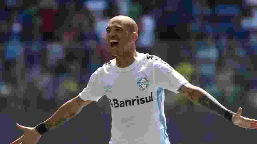 Diego Tardelli é atração do Grêmio na partida contra o Goiás, neste domingo - Fernando Moreno/AGIF