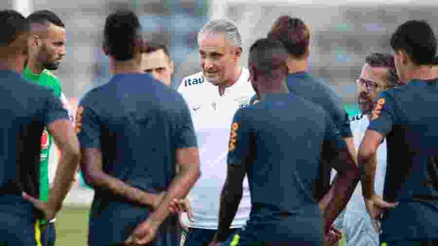 Tite orienta reservas da seleção brasileira antes de treino em Los Angeles, no Estados Unidos - Lucas Figueiredo/CBF