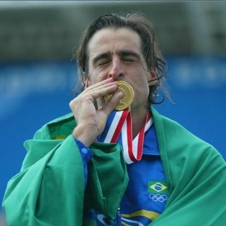 Fernando Meligeni com a medalha de ouro no Pan de 2003 - Antônio Gaudério/Folha Imagem