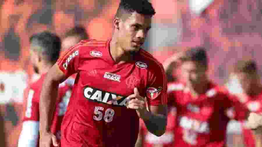Zagueiro Rafael Santos, revelado pelo Flamengo, fechou com time do Chipre - Alexandre Vidal/Flamengo