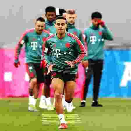 Thiago Alcântara durante treino do Bayern de Munique; jogador negocia com Liverpool - Reprodução/Instagram