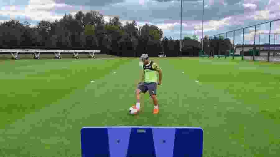 Sergio Aguero já divulgou vídeo treinando com bola após passar por cirurgia no joelho - Reprodução