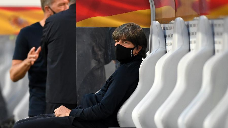 Joachin Low, técnico da seleção da Alemanha, antes de partida contra a Espanha - Matthias Hangst/Getty Images