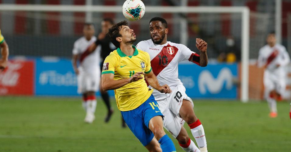Rodrigo Caio e Farfan, durante a partida entre Brasil e Peru, pelas Eliminatórias