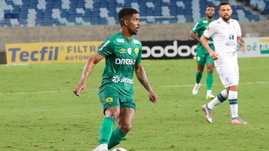 Lateral direito Hayner, de 25 anos e ex-Cuiabá, está na mira do Vasco da Gama e do Goiás - Divulgação / Twitter do Cuiabá Esporte Clube