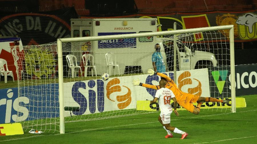 Patrick faz o gol da vitória do Inter sobre o Sport logo nos minutos iniciais na Ilha do Retiro -  NAELSON JÚNIOR/UAI FOTO/ESTADÃO CONTEÚDO