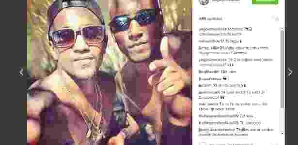 Yago (esquerda) com seu pingente da cruz de malta: ao lado dele está Thalles - Divulgação / Instagram - Divulgação / Instagram