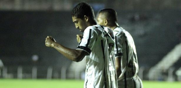 Léo Príncipe, lateral direito, volta ao Corinthians para suprir saída de Edílson